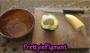 These are the ingredients for a DIy avo facemask. For me, they'd never make it as far as my face. But if you'd like to try it, here how: http://bit.ly/1iN0seD. Looks like fun!