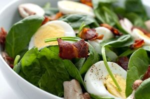 8-ways-to-ruin-a-healthy-salad912873539-may-24-2012-600x399